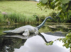 несси - чудовище из озера лохнесс